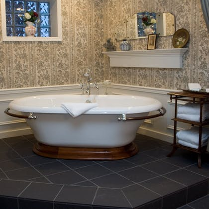 Deep Soaking Bathtub | Inn on Broadway