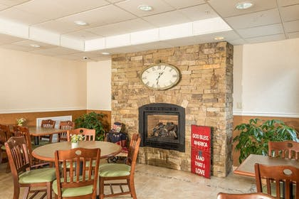 Breakfast Area | Boothill Inn And Suites