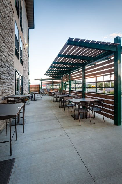 Outdoor Dining | Boothill Inn And Suites