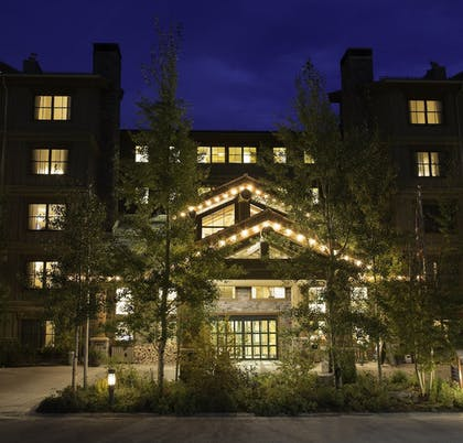Hotel Front - Evening/Night   Teton Mountain Lodge and Spa - A Noble House Resort