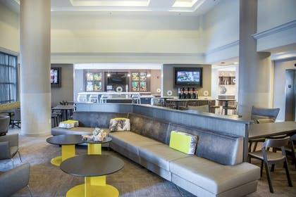 Lobby Sitting Area | SpringHill Suites by Marriott Miami Airport South