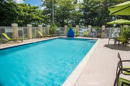 Outdoor Pool | SpringHill Suites by Marriott Miami Airport South