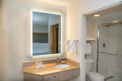 Bathroom | SpringHill Suites by Marriott Miami Airport South