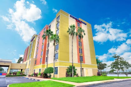 Hotel Front | SpringHill Suites by Marriott Miami Airport South