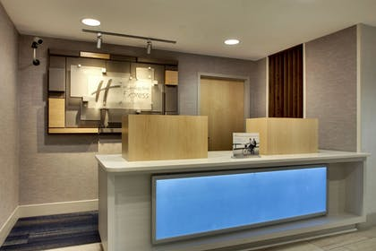 Lobby   Holiday Inn Express & Suites - Interstate 380 at 33rd Avenue