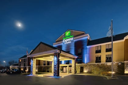 Exterior   Holiday Inn Express & Suites - Interstate 380 at 33rd Avenue