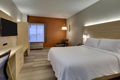 Guestroom | Holiday Inn Express & Suites - Interstate 380 at 33rd Avenue