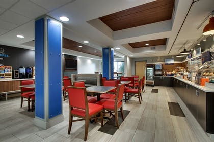 Restaurant   Holiday Inn Express & Suites - Interstate 380 at 33rd Avenue