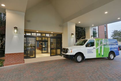 Hotel Entrance | Holiday Inn Express & Suites Irving Conv Ctr - Las Colinas