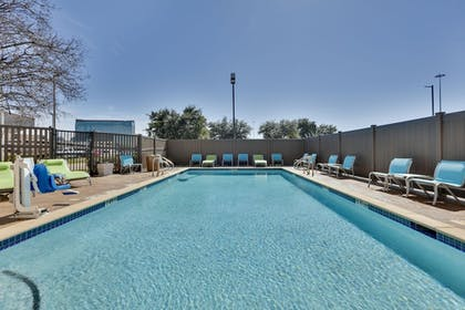 Pool | Holiday Inn Express & Suites Irving Conv Ctr - Las Colinas