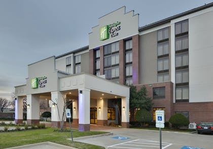 Exterior | Holiday Inn Express & Suites Irving Conv Ctr - Las Colinas