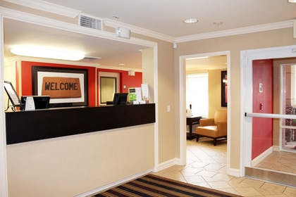 Lobby | Extended Stay America - Chicago - Schaumburg -Convention Ctr
