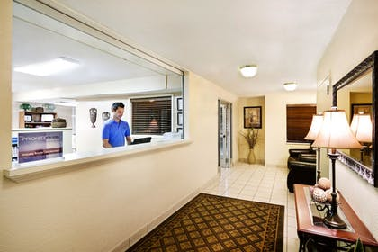 Lobby | Candlewood Suites Knoxville