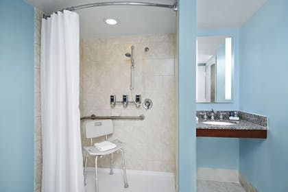 Guestroom | Four Points by Sheraton Richmond Airport
