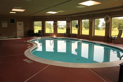 Pool | Holiday Inn Express Lewisburg/New Columbia
