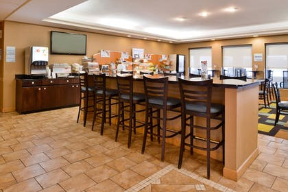 Restaurant | Holiday Inn Express Lewisburg/New Columbia