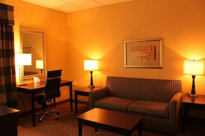 Living Area | Holiday Inn Express Lewisburg/New Columbia
