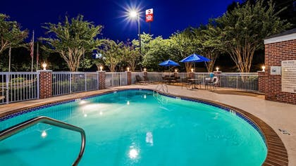 Outdoor Pool | Best Western Plus Lake Lanier/gainesville Hotel & Suites