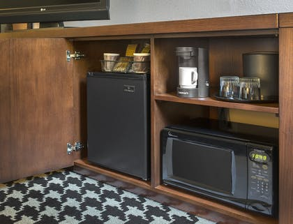 Private Kitchenette | Courtyard by Marriott Denver Downtown
