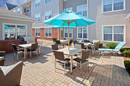 Outdoor Dining | Residence Inn By Marriott Chicago Southeast Hammond