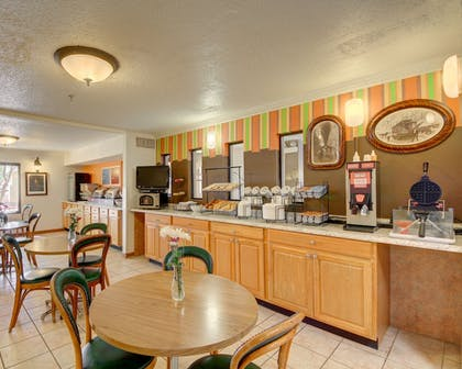 Breakfast Area | Western Inn and Suites