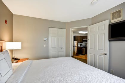 Guestroom | TownePlace Suites by Marriott Sioux Falls