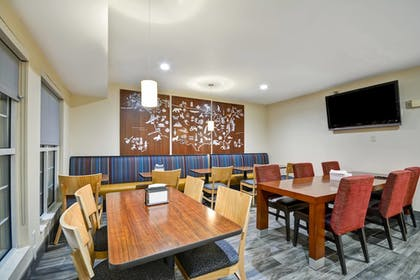 Restaurant | TownePlace Suites by Marriott Sioux Falls