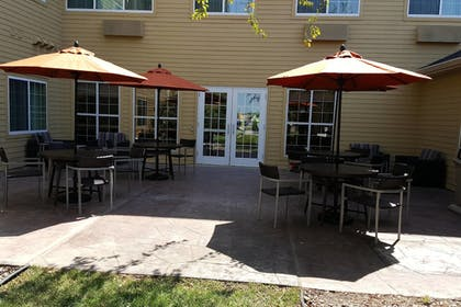Outdoor Dining | TownePlace Suites by Marriott Sioux Falls