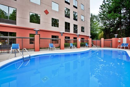 Pool | Holiday Inn Express Hotel & Suites