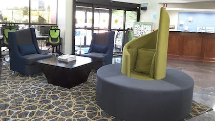 Lobby | Holiday Inn Express Hotel & Suites