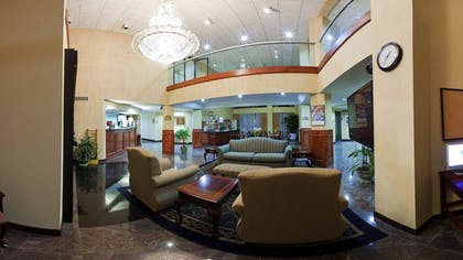 Lobby Lounge | Holiday Inn Express Hotel & Suites