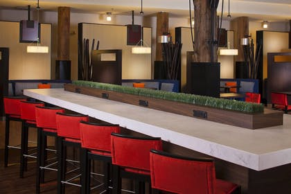 Restaurant | Courtyard by Marriott New Orleans Downtown/Convention Center