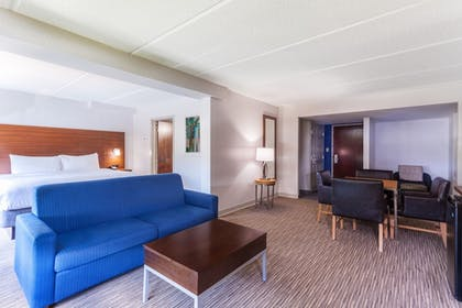 Guestroom | Holiday Inn Express & Suites Augusta West - Ft Gordon Area