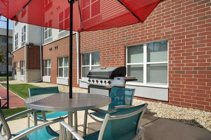BBQ/Picnic Area | TownePlace Suites Chicago Naperville
