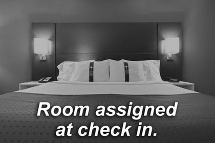 Room | Holiday Inn Express & Suites San Antonio-Dtwn Market Area