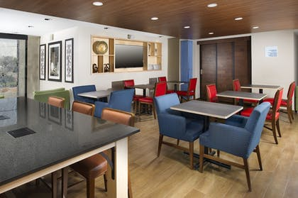 Restaurant | Holiday Inn Express & Suites San Antonio-Dtwn Market Area