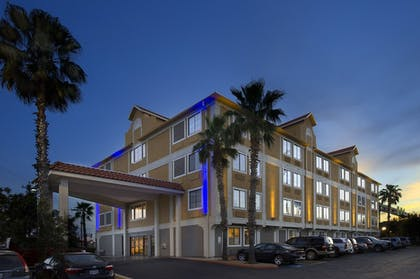 Exterior | Holiday Inn Express & Suites San Antonio-Dtwn Market Area