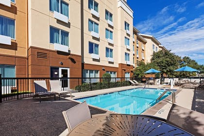 Outdoor Pool | Fairfield Inn and Suites by Marriott Austin Northwest/Domain