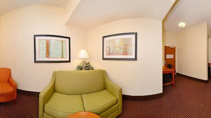 Living Area | Fairfield Inn Suites by Marriott Cherokee