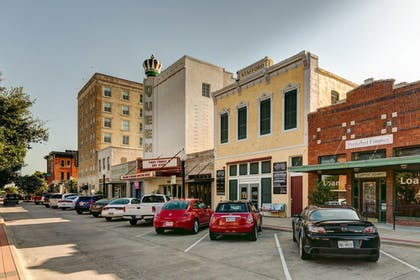 Street View | LaSalle Boutique Hotel and The Downtown Elixir and Spirits