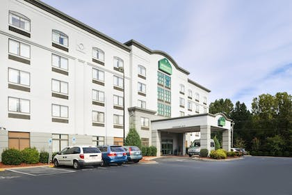 Hotel Front | Wingate by Wyndham Charlotte Airport I-85/I-485