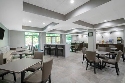 Breakfast Area | Wingate by Wyndham Charlotte Airport I-85/I-485