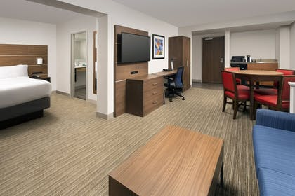 Guestroom | Holiday Inn Express & Suites Baltimore - BWI Airport North