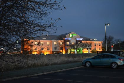 Hotel Front - Evening/Night | Holiday Inn Express & Suites Lancaster