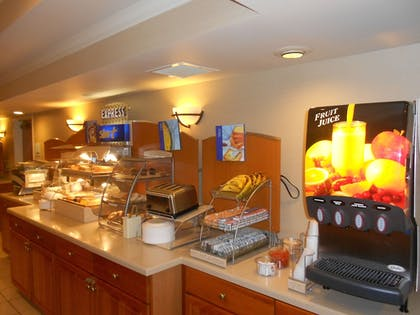 Restaurant | Holiday Inn Express & Suites Lancaster