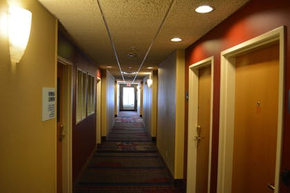 Hallway | Holiday Inn Express & Suites Lancaster