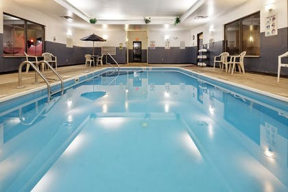 Pool | Holiday Inn Express & Suites Lancaster