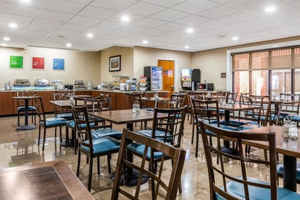 Breakfast Area | Comfort Inn & Suites Airport-American Way