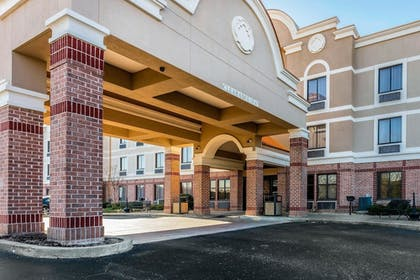 Featured Image | Comfort Inn & Suites Airport-American Way