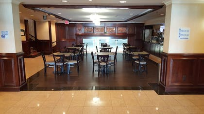 Restaurant | Holiday Inn Express Hotel & Suites Waterford